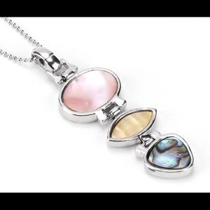 Jewelry - Mother of pearl shell pendant necklace NEW